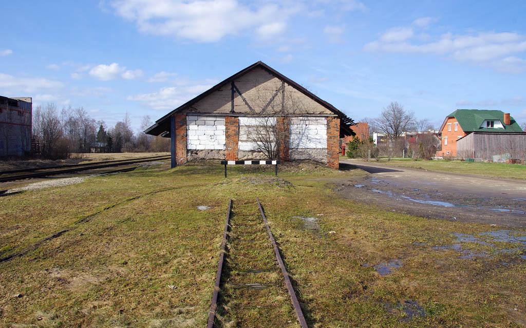 28.04.2010. станция Алуксне (Alūksne).  Тэги: Грузовые платформы и сооружения.  Просмотров: 404.  Автор.